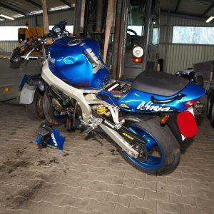 Kawasaki ZX9R - 1999